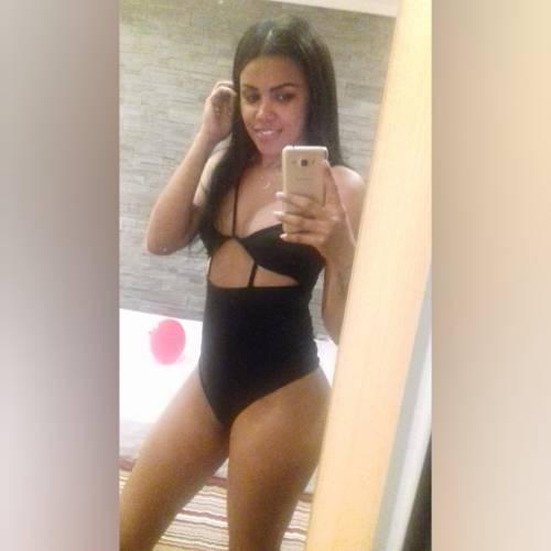 Alessia cubana masajista erotica  19años
