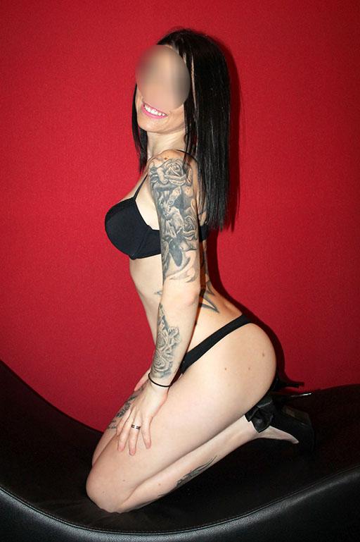 delgadita tatuada, fiesta a tope, domicilios 24h 653283431