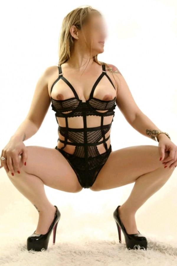 katy   viciosa    lactante  rubia  hermoso cuerpo 633715057