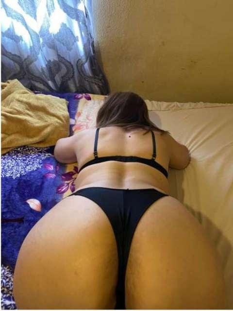 MADURA CACHONDA CON CHOCHO PELUDO CHUPA POLLA 611267105