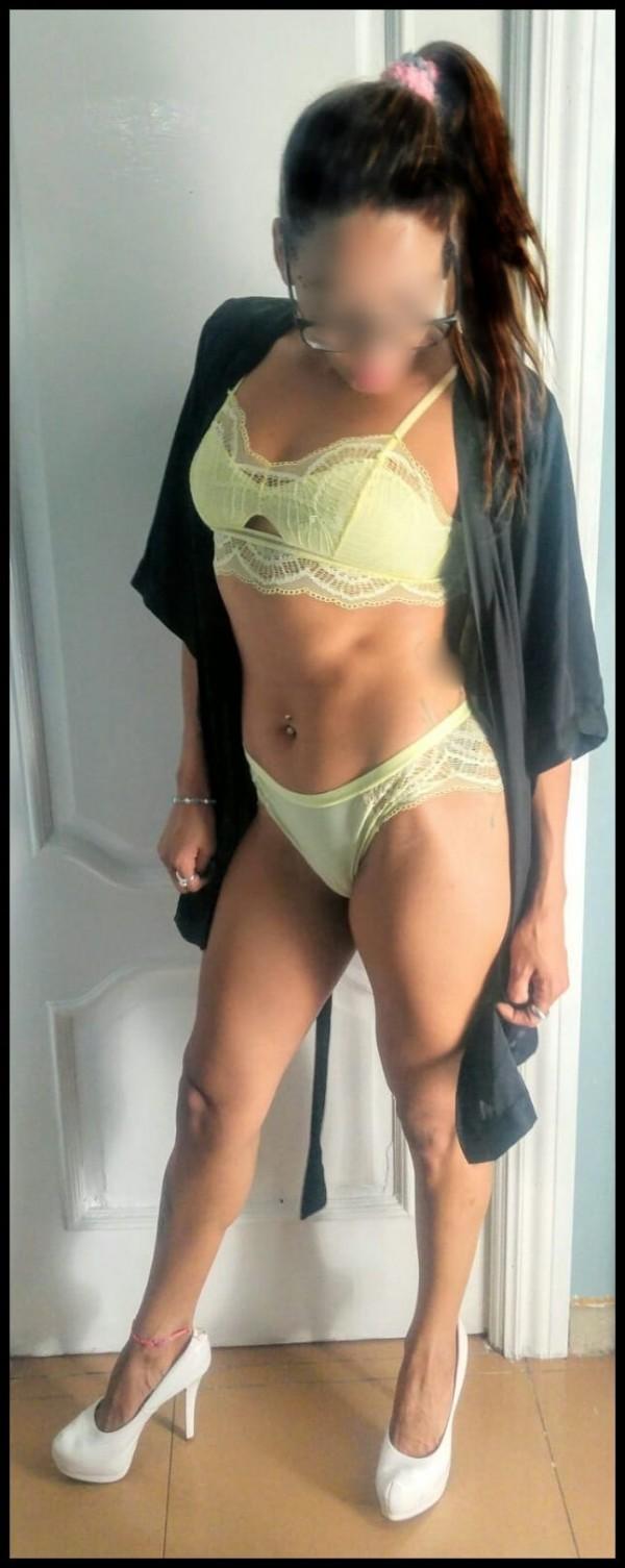 jovencita implicaba sensual cariñosa 633715057
